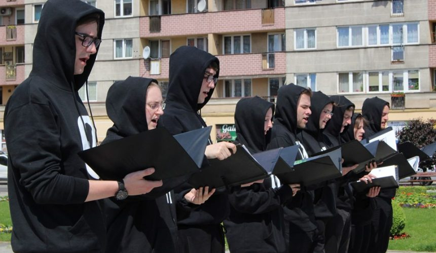 Śpiew Binarny na ulicach Legnicy (FOTO)